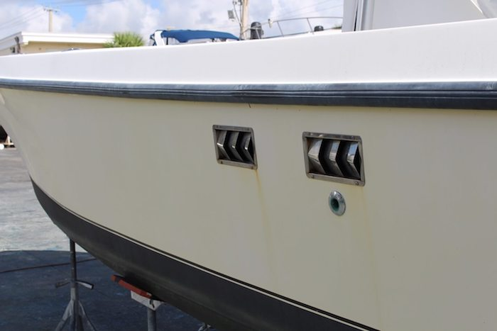 Yellow stains and faded hull on 29 foot SeaVee