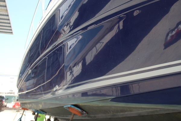 Starboard of blue hulled Sea Ray Sundancer